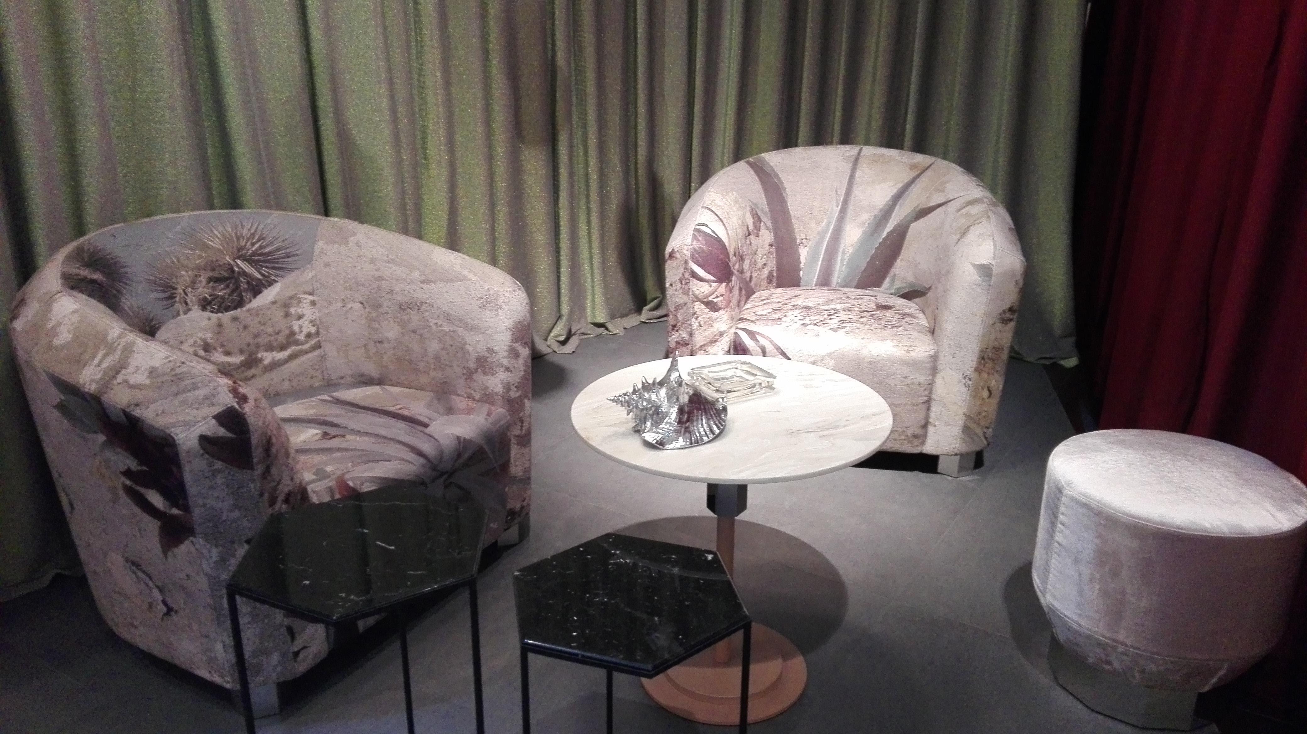 Oblazinjeno pohištvo s potiskano tkanino