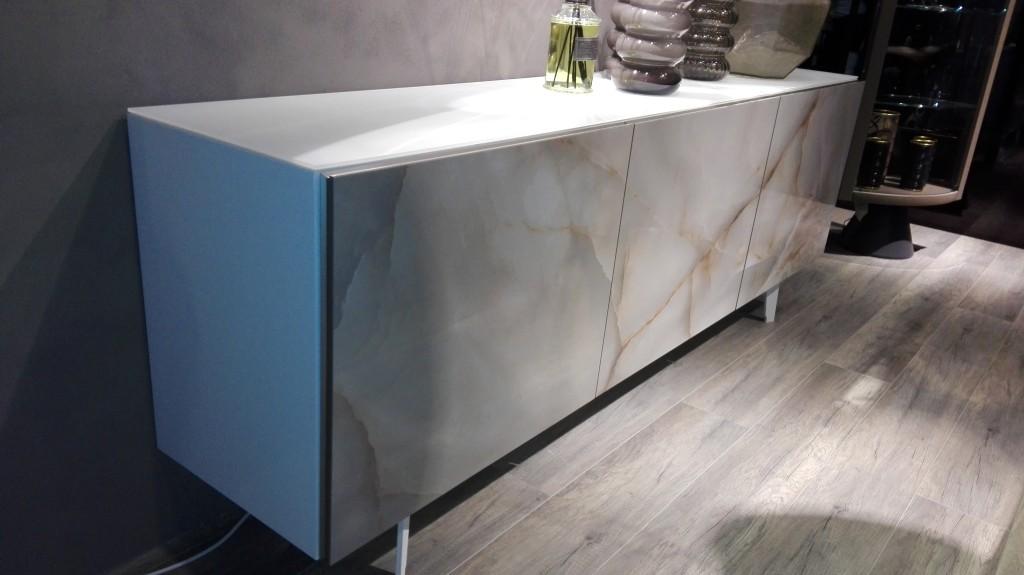 Moderno pohištvo iz marmorja